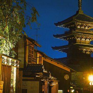 京都八坂の塔の夜景撮影